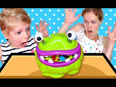 ЧЕЛЛЕНДЖ ЖОРА ОБЖОРА 🙄 – Монстр который ест все подряд развлекательное видео! видео от Family Box