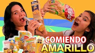 COMIENDO SOLO COLOR AMARILLO, TEEN VS MOM | AnaNana Toys