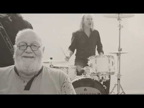 The Shavers - Brandend Zand (official Video)