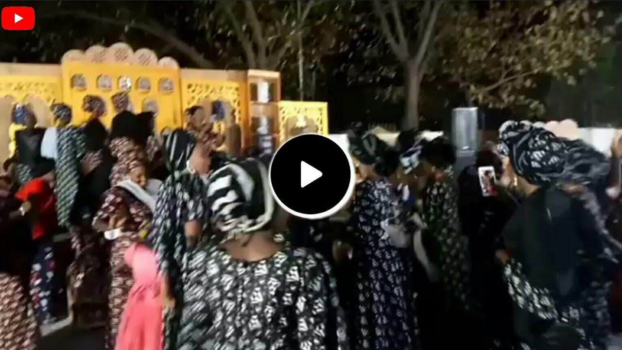 Download Kalli Video Yadda Mata Suke Wata Sabuwar Rawa Iskancin Rawar Taba Nono