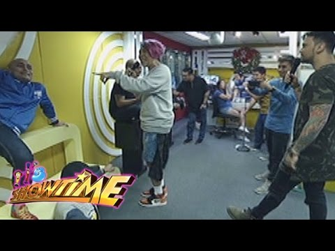 It's Showtime: Vice and Billy go to MOR booth | Mannequin Challenge