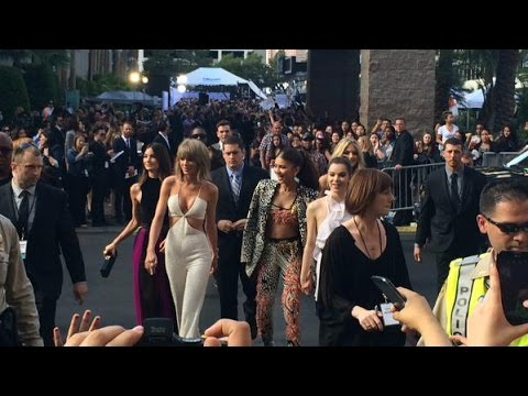 Taylor Swift, Lily Aldridge, Hailee Steinfeld, Zendaya, and Marth Hunt BBMAs Red Carpet
