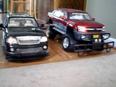 Lincoln Navigator Vs Chevrolet Avalanche Youtube