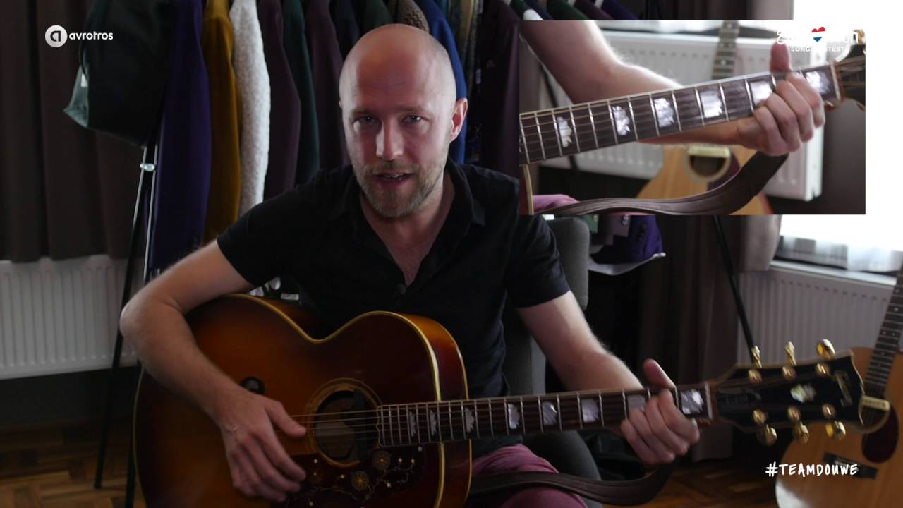 Teamdouwes Quitar Player Jp Hoekstra Shows You The Right Chords Of