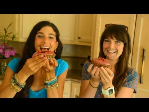 Kristina & Megan Make Raw Love Pies!