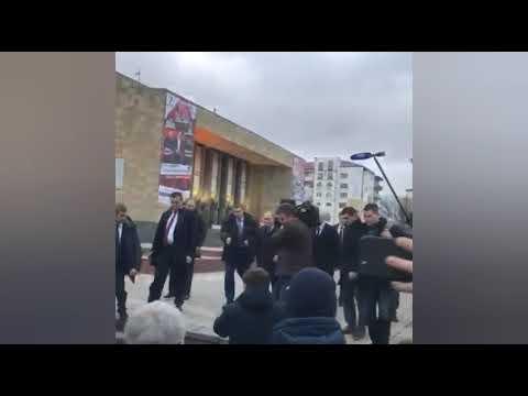 Кадры с прогулки Путина по главному проспекту Махачкалы