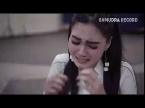nella-kharisma-kemarin-official-music-video-low