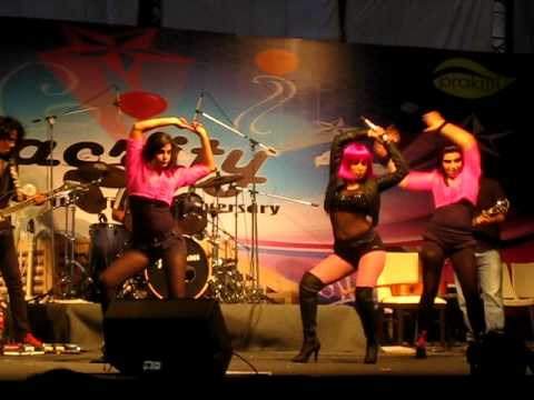 Neha Bhasin  Live (Apple Bottom) at...