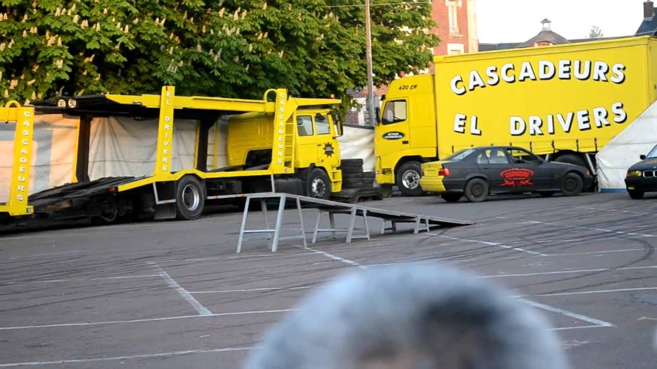 Cascadeurs El Drivers Voiture Sur 2 Roues Youtube
