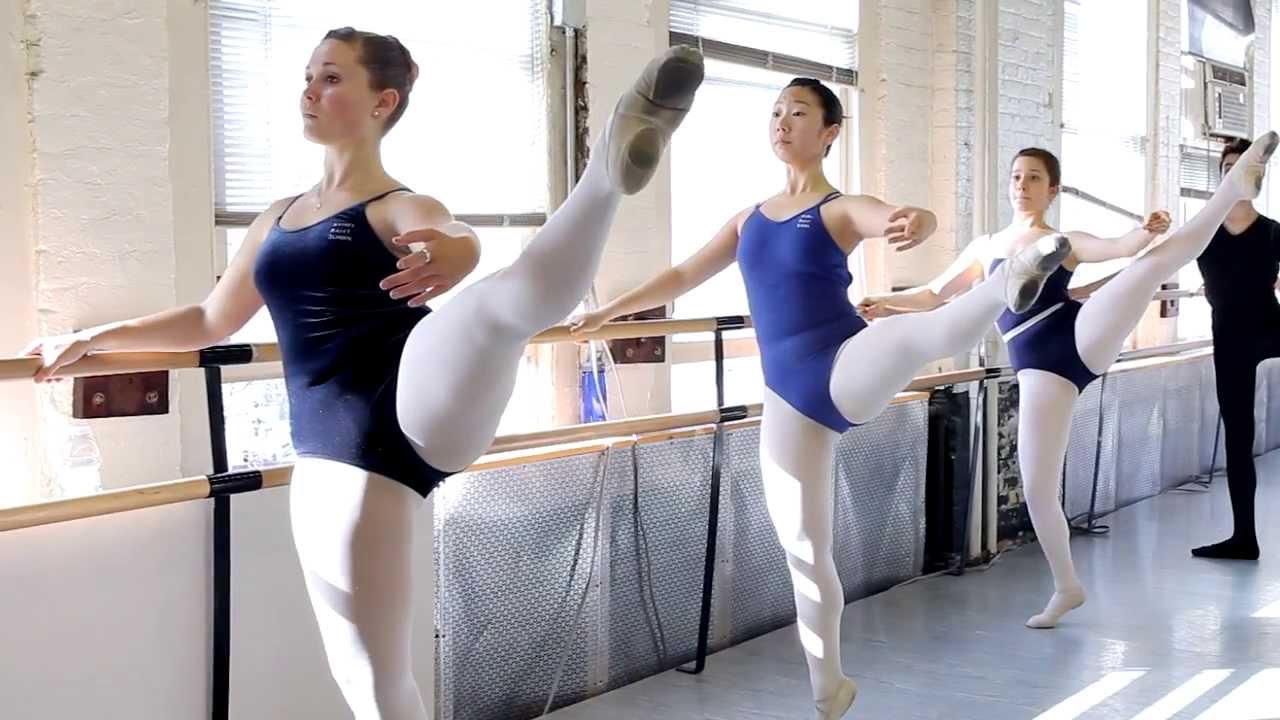 так фото в раздевалке у балерин красотки