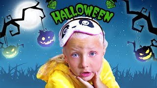 Alice Plays Halloween Trick or Treat Candy Haul