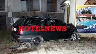 Лека кола се нацепи в павилион до автогара Котел www.kotelnews.com