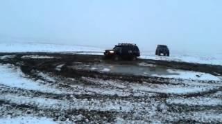 Патрол Y60 на 42 колесах на заднем приводе пашет землю