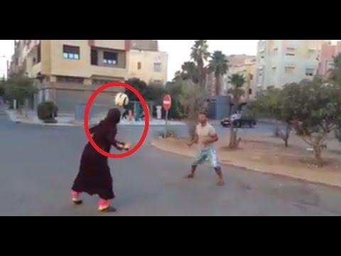 فيديو فتاة مغربية تتألق بلعب كرة بالشوارع