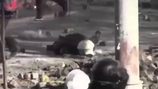 События февраль 2014 Убийство милиционера на майдане заснято на видео Украина евромайдан(УЗНАЙ БОЛЬШЕ ПОДПИШИСЬ НА КАНАЛ!!! События февраль 2014 Убийство милиционера на майдане заснято на видео..., 2014-02-20T02:09:11.000Z)