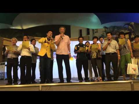 Dr Ng Eng Hen sings at Toa Payoh Central Xin Yao Night