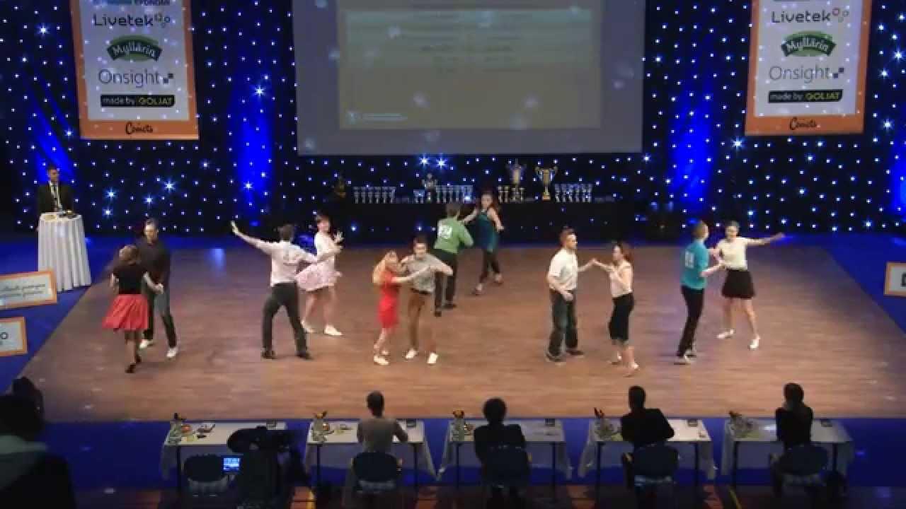 Hannele harrastaa tanssia vaikka ei kuule musiikkia – viittomakielen tulkki välittää rytmin ja kääntää ohjeet