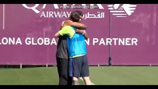 Ronaldinho gaúcho faz surpresa e encontra Messi e Neymar
