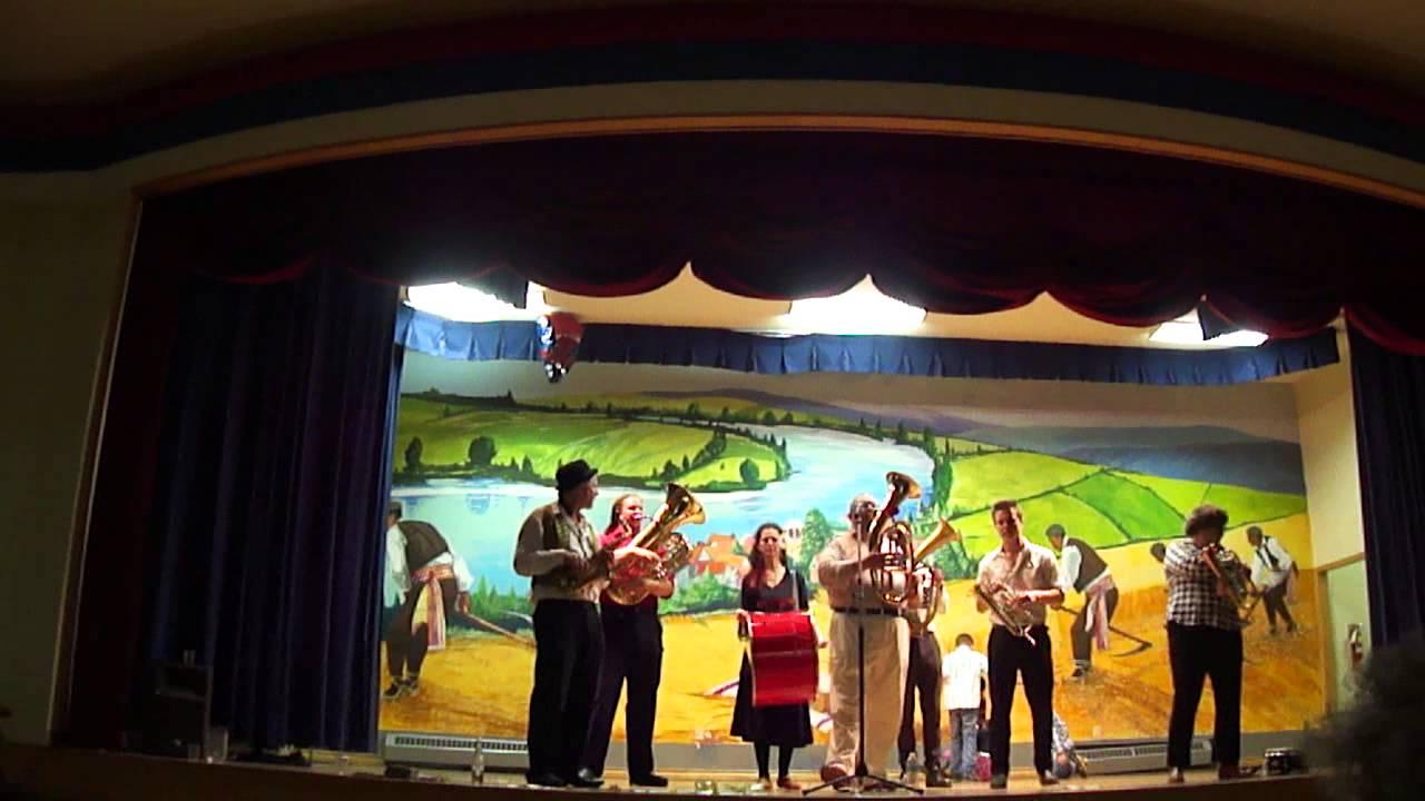 Kanadski trubacki orkestar Slivovica - Lane moje