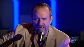 Colin Hay Performing