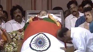 Superstar Rajinikanth Pays Last Respects To Jayalalithaa At Rajaji Hall