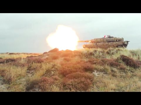 Danish Defence - Leopard 2A5 DK Main Battle Tank Live Firing New Ammo [720p]