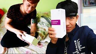 PHD | Trò Đùa Tặng Huawei Nova 2i | Give The Phone