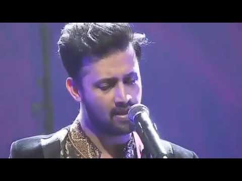tears-in-his-eyes.-atif-aslam-crying-on-stage.-  singing-hona-tha-pyaar  