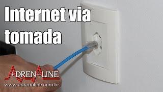 Enfiando a conexão de internet pela tomada com o Powerline