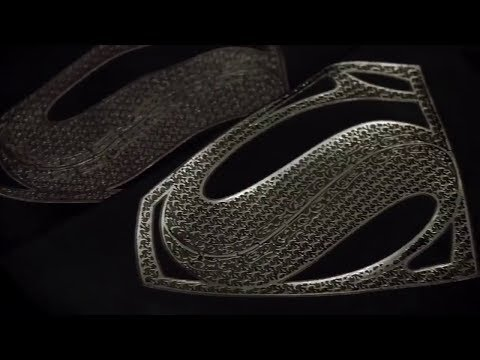 Superman & Batman Suit 'Justice League' Featurette