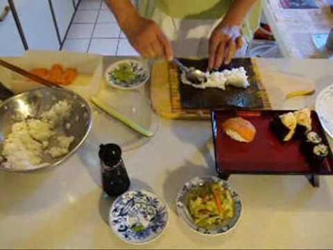 nori maki, onigiri, miso soup 教做三文魚壽司,飯糰,味嘈湯,醃菜
