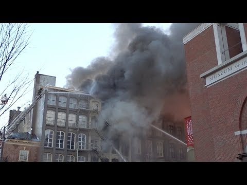 4 Alarms + Special Calls - Building Fire - 3rd & Chestnut - Philadelphia Fire Department