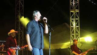 """Blake Shelton Performing """"The Guy with The Girl"""" at Countryfest 2017!"""