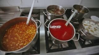 Блюда первые и вторые: борщ, солянка, плов, омлет, рыбные крокеты. Кафе «Южный город»