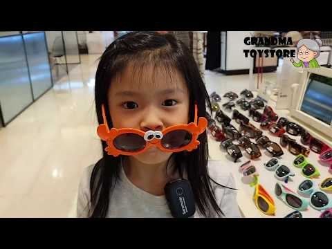 unboxing-toys-review/demos---explore-with-blaire-trying-out-new-kids-cute-goofy-sunglasses