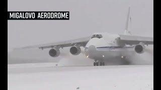 Российские пилоты посадили гигантские самолеты в экстремальных условиях