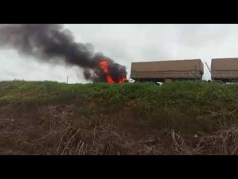 Próximo de Sorriso carreta pega fogo e BR-163 é interditada