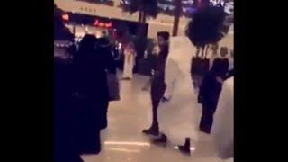 بالفيديو.. شاهد أكثر من مقطع للحظة إعتقال هيئة الرياض لفنان كويتي يلتقط الصور مع السعوديات