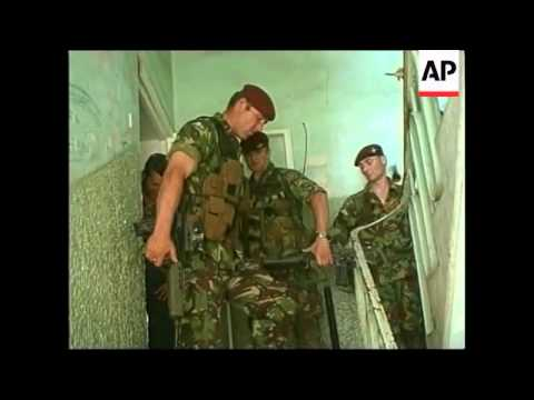 KOSOVO: PRISTINA: BRITISH K-FOR TROOPS ARREST SERB MAN