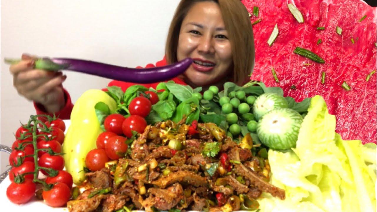ก้อยเนื้อขมๆผักเต็มถาด   Spicy beef salad 🔥🔥🌶 03.12.20