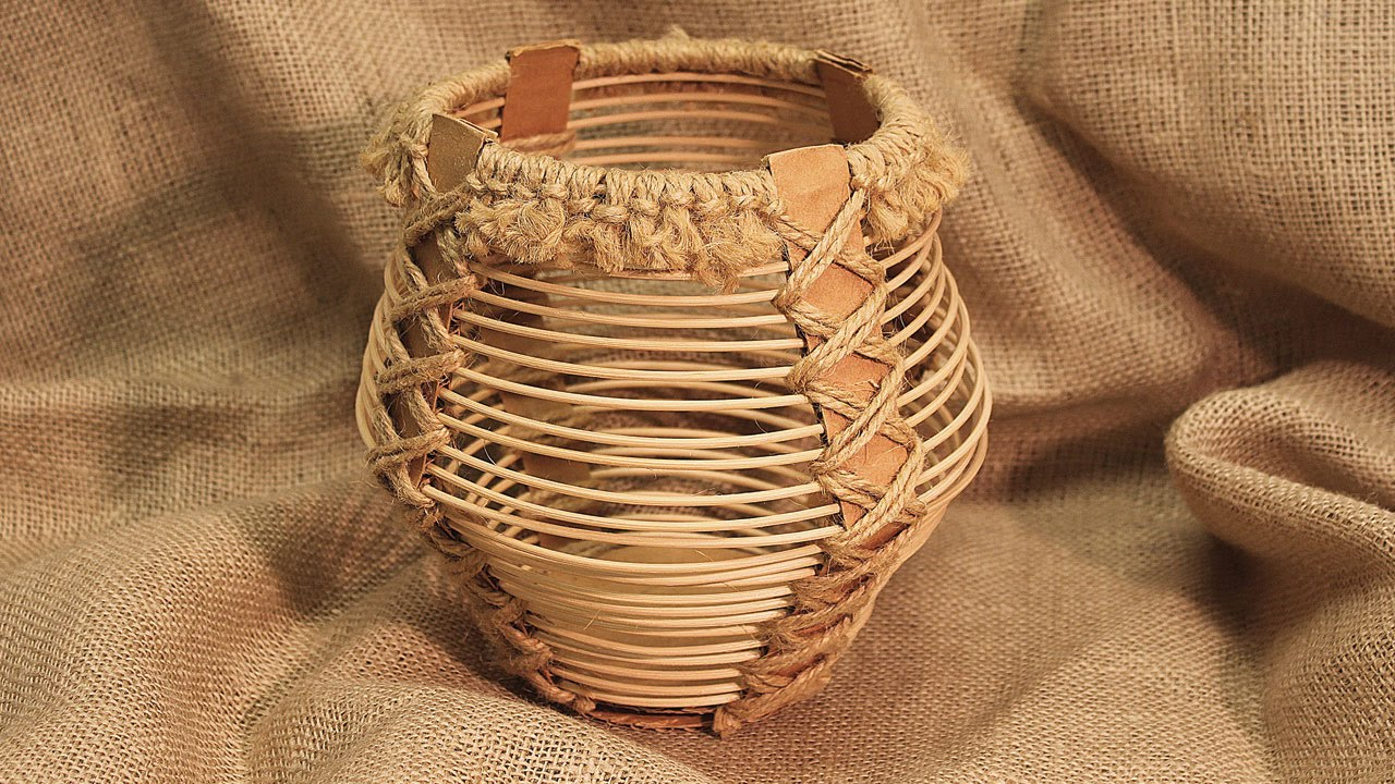 How To Weave A Basket Out Of Reeds : Corrugated board and reed basket part project
