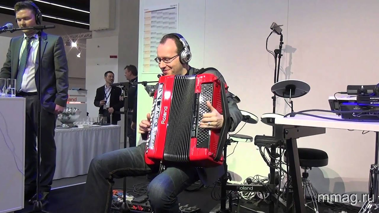 mmag.ru: Roland FR-8X digital accordion presentation @ Musikmesse 2013