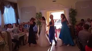Танец сюрприз для жениха на свадьбе