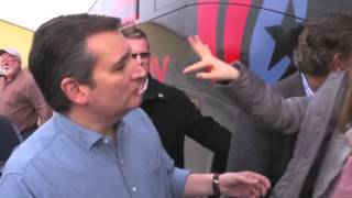 Ted Cruz tries to squeeze child into submission in front of TV cameras His daughter doesn't like him