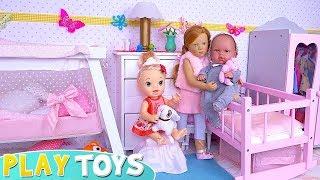 Cute Baby Dolls Pillow Fight in Doll Nursery Bedroom!