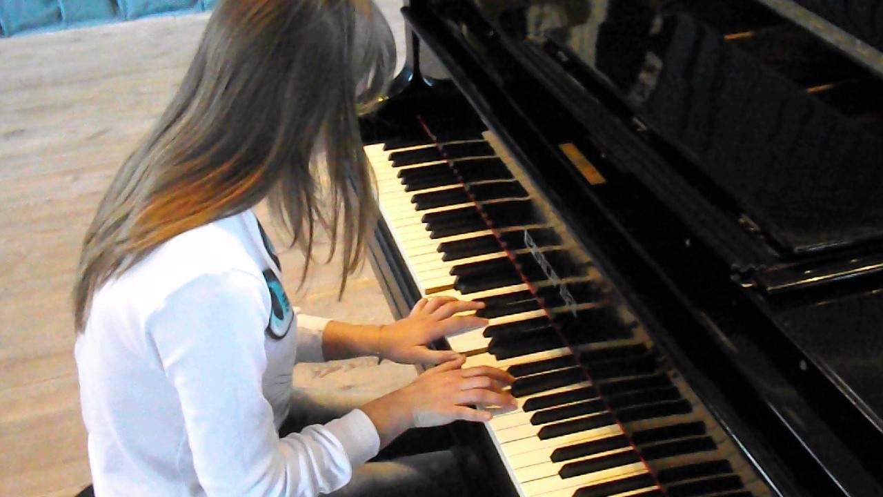 спокійна гра на фортепіанно