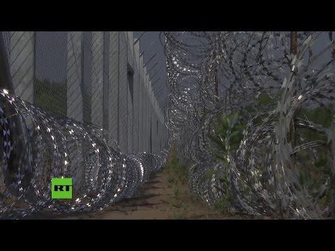 Hungría levanta un vallado para cerrar el paso a miles de desplazados