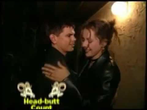 Devant chez elle il n'arrive pas à l'embrasser !