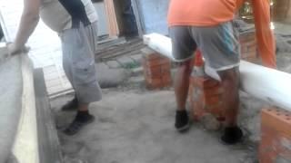 Сборка сруба бани из бревна. Как строить баню из сруба. Сборка сруба бани видео(Как правило, если вы доверите строительство вашей бани специалистам, то сборка сруба бани из бревна не пока..., 2014-12-11T06:48:13.000Z)