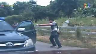 Repeat youtube video นาทีฉุกเฉิน โจรขโมยรถกระบะ ต่อหน้าเจ้าของรถ ซึ่งๆหน้า 14 ตุลาคม 2557 [HD]
